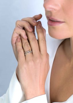 ZINZI-zilveren-luxe-bicolor-cross-over-ring-8,5mm-rond-glad-witte-zirconia's-ZIR2020